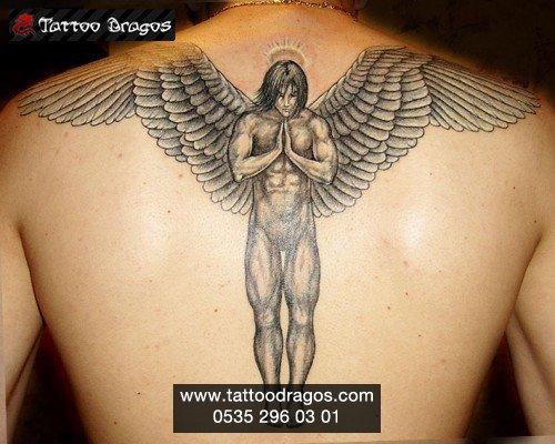 melek tattoo sırt boelgesine yapılmış erkek melek doevme